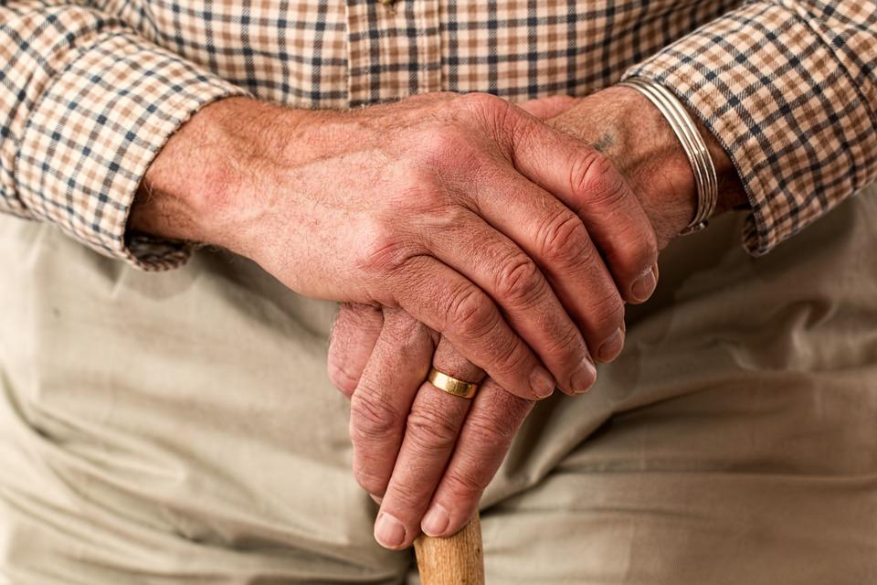 Ne každý má právo na důchod. Koho se to týká?